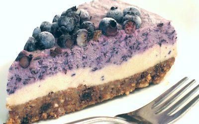 Cheesecake cru au faux-mage aux bleuets (myrtilles) sans produits laitiers