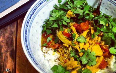Curry (cari) de faux-poulet, lait de coco et coriandre fraîche & comment végétaliser une recette