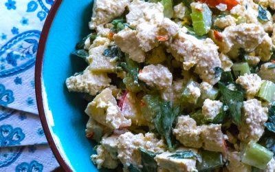 Salade de tofu croquante protéinée